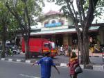 Stasiun Gubeng dan Monumen Kapal Selam, Surabaya